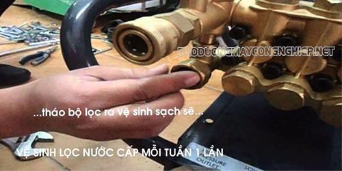 Vệ sinh bộ phận lọc gió ở máy rửa xe thường xuyên để bảo vệ thiết bị