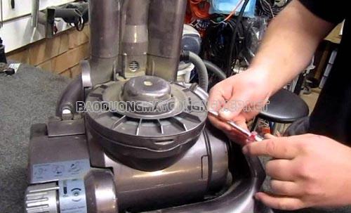 Bảo dưỡng máy hút bụi công nghiệp