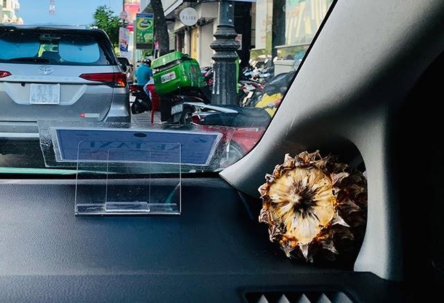 Đặt trái thơm trong ô tô để khử mùi
