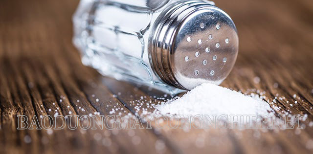 Muối có tác dụng làm sạch vết ố lâu ngày