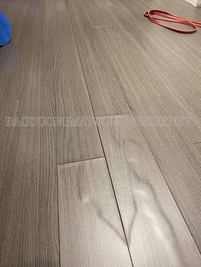 Sàn gỗ thường bị phồng do ngập nước, thấm nước