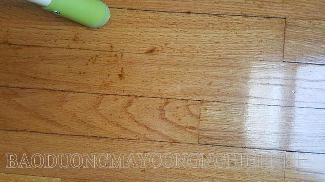 Sơn phủ bóng để tăng tính thẩm mỹ cho mặt sàn